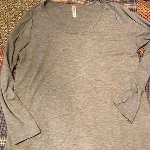 LuLaRoe Tops - LuLaRoe Lynnae Shirt 2XL